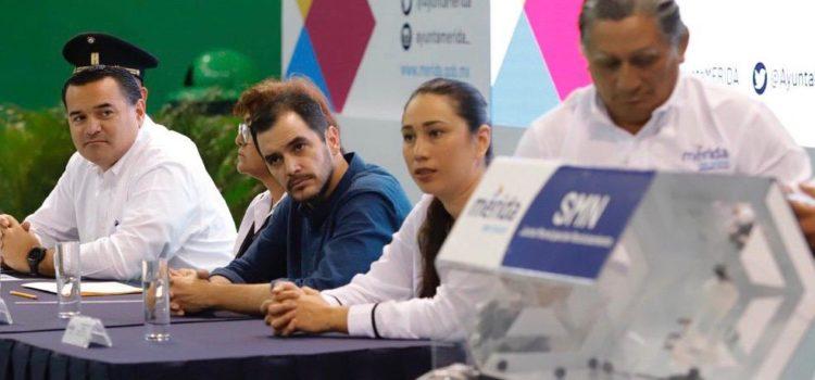 El alcalde Renán Barrera exhorta a los jóvenes meridanos a asumir su compromiso con la patria