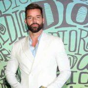 Ricky Martin causa revuelo en excitante video
