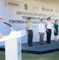 Fritz Sierra encabeza entrega de más de 500 cartillas liberadas del SMN
