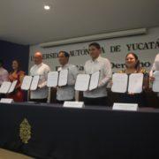 Firma de convenio educativo entre Tekax y la UADY