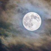 Llegan el primer eclipse y la primera Luna llena del 2020