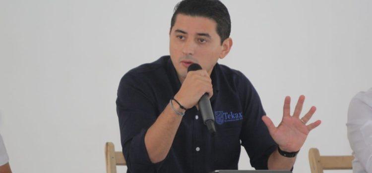Diego Ávila se reúne con directores y jefes de áreas de Tekax