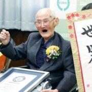 Con 112 años, japonés logra Récord Guinness como el hombre más viejo del mundo