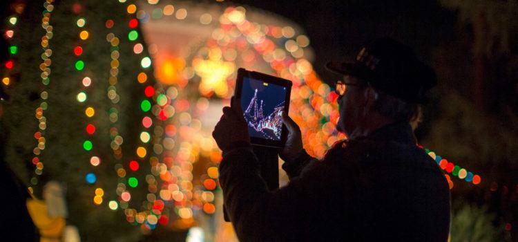 En pleno primavera vuelva la Navidad a las casas estadounidenses que viven en cuarentena por el COVID-19