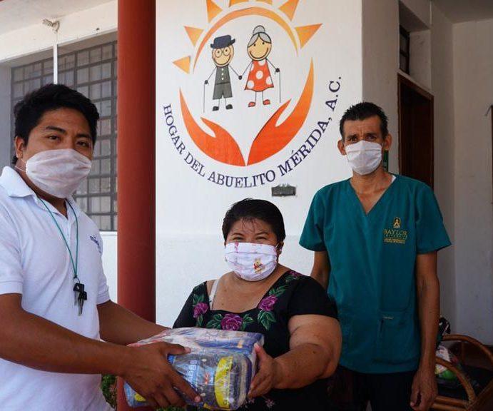 Ayuntamiento de Mérida entrega despensas a grupos vulnerables ante la contingencia por el coronavirus