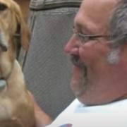 ¡Conexión real! Perrito muere el mismo día que su dueño; historia se vuelve viral