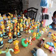En Tamaulipas, niño vende su colección de 'Los Simpson' para ayudar a su familia