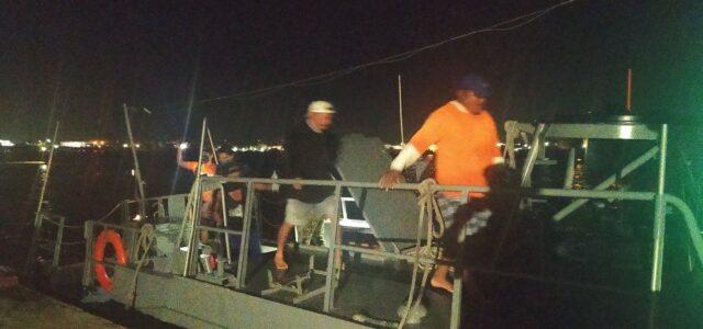 Semar rescata a tres pescadores en la Costa de Progreso