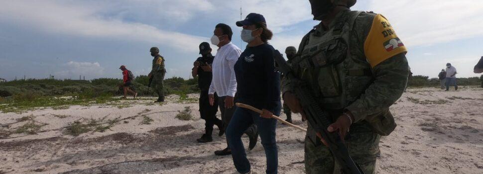 Personal militar al cuidado de las tortugas marinas en Telchac Puerto