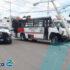 Camión choca contra ambulancia y se estampa en poste de CFE