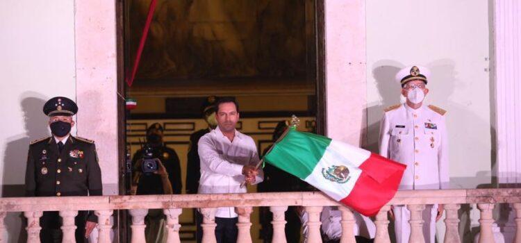 Mauricio Vila reconoce labor de personal de salud durante tradicional Grito de Independencia