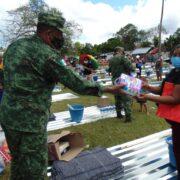 Ejército Mexicano entrega insumos del Fonden a familias yucatecas