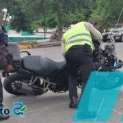 Imprudente automovilista lesiona a agente de la SSP