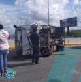 Vuelca camión en la carretera Mérida- Motul