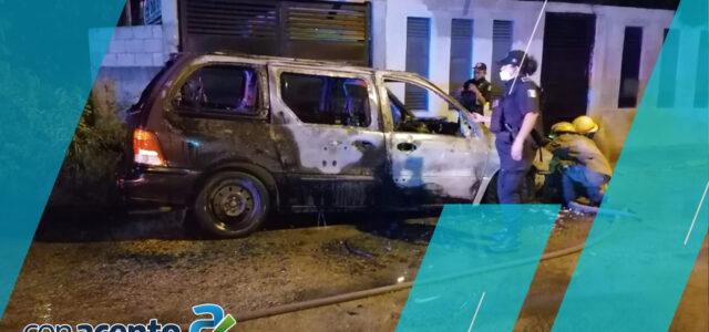 Arde en llamas camioneta en San José Tecoh